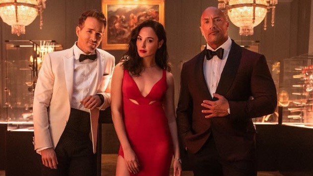 """""""trusting-a-thief-can-be-dangerous"""":-dwayne-johnson,-ryan-reynolds-and-gal-gadot-in-the-full-'red-notice'-trailer"""