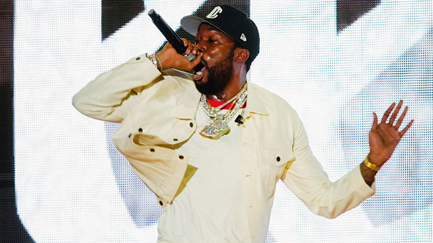 meek-mill-complains-his-record-label-hasn't-paid-him